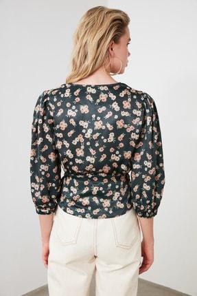 TRENDYOLMİLLA Petrol Çiçek Desenli Bağlama Detaylı Saten Bluz TWOSS20BZ0675 3