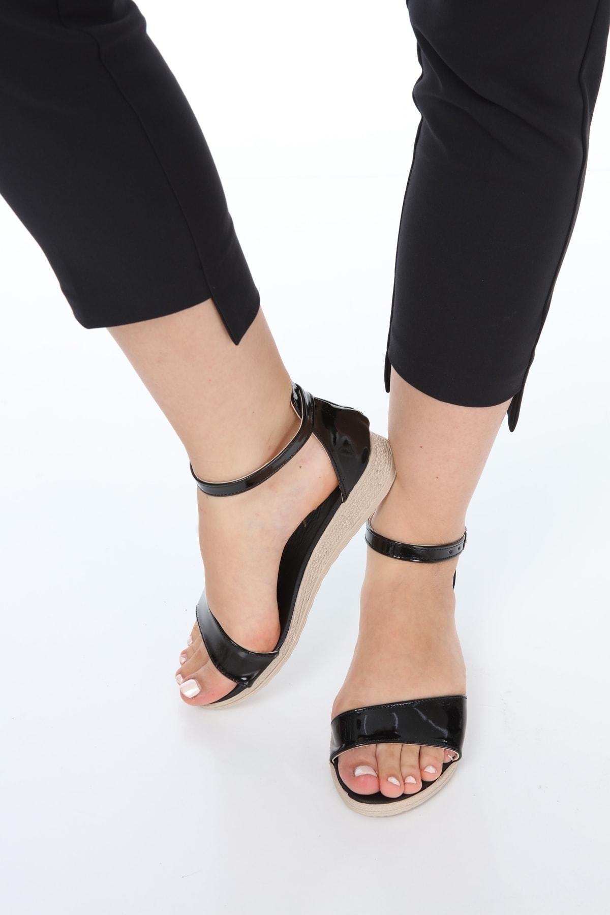 Lolinna Kadın Siyah Parlak Ortopedik Sandalet