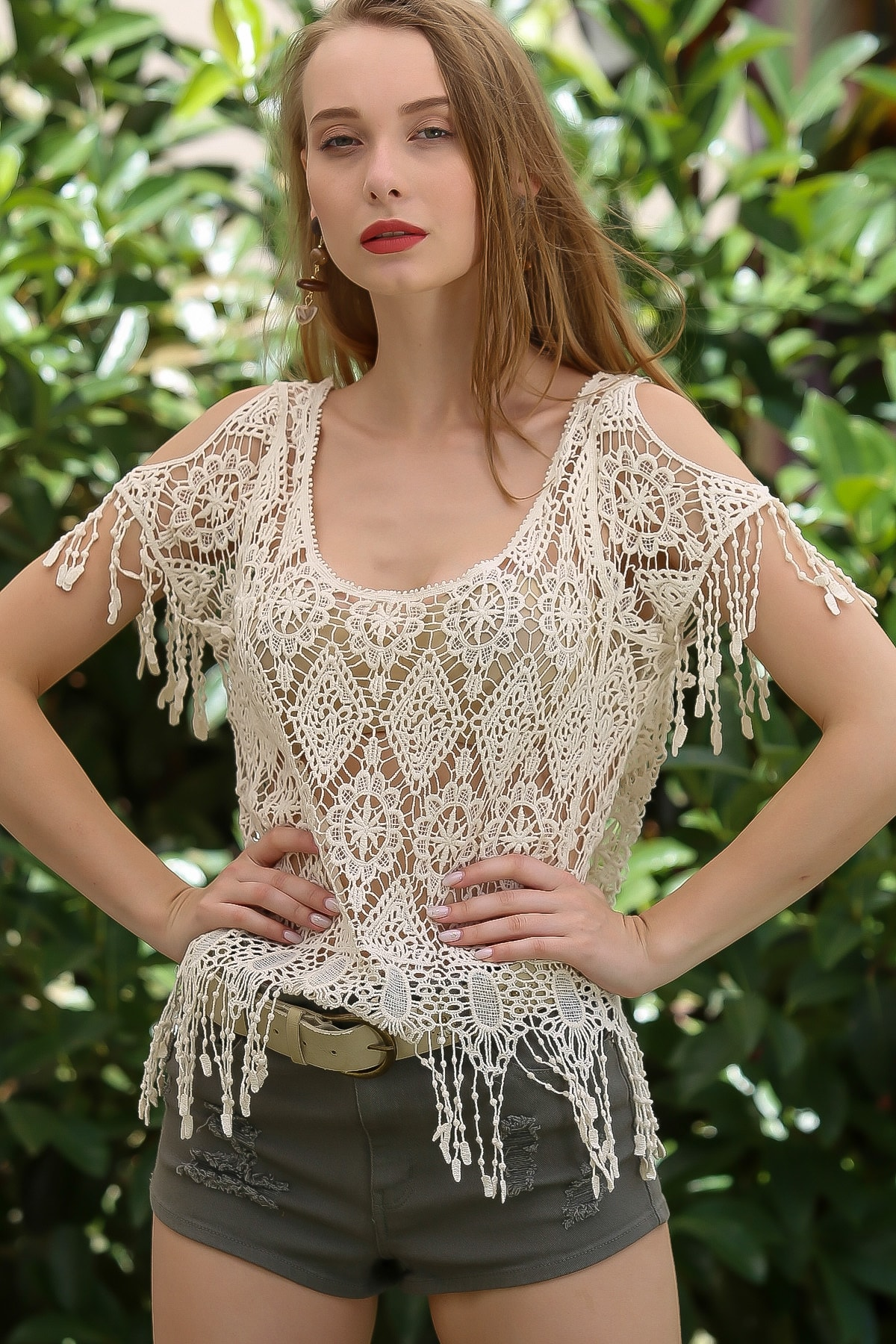 Chiccy Kadın Krem Vintage Çiçek Desenli Omuzları Pencereli Crop Tığ Işi Görünümlü Bluz M10010200BL96104 2