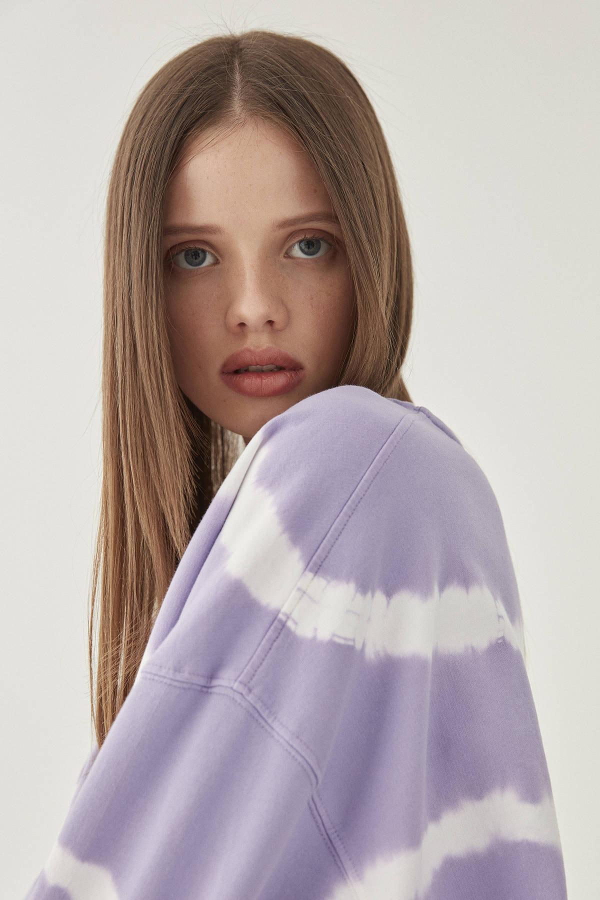 Pull & Bear Kadın Lila Ay İşlemeli Mor Batik Sweatshirt 09594314 4