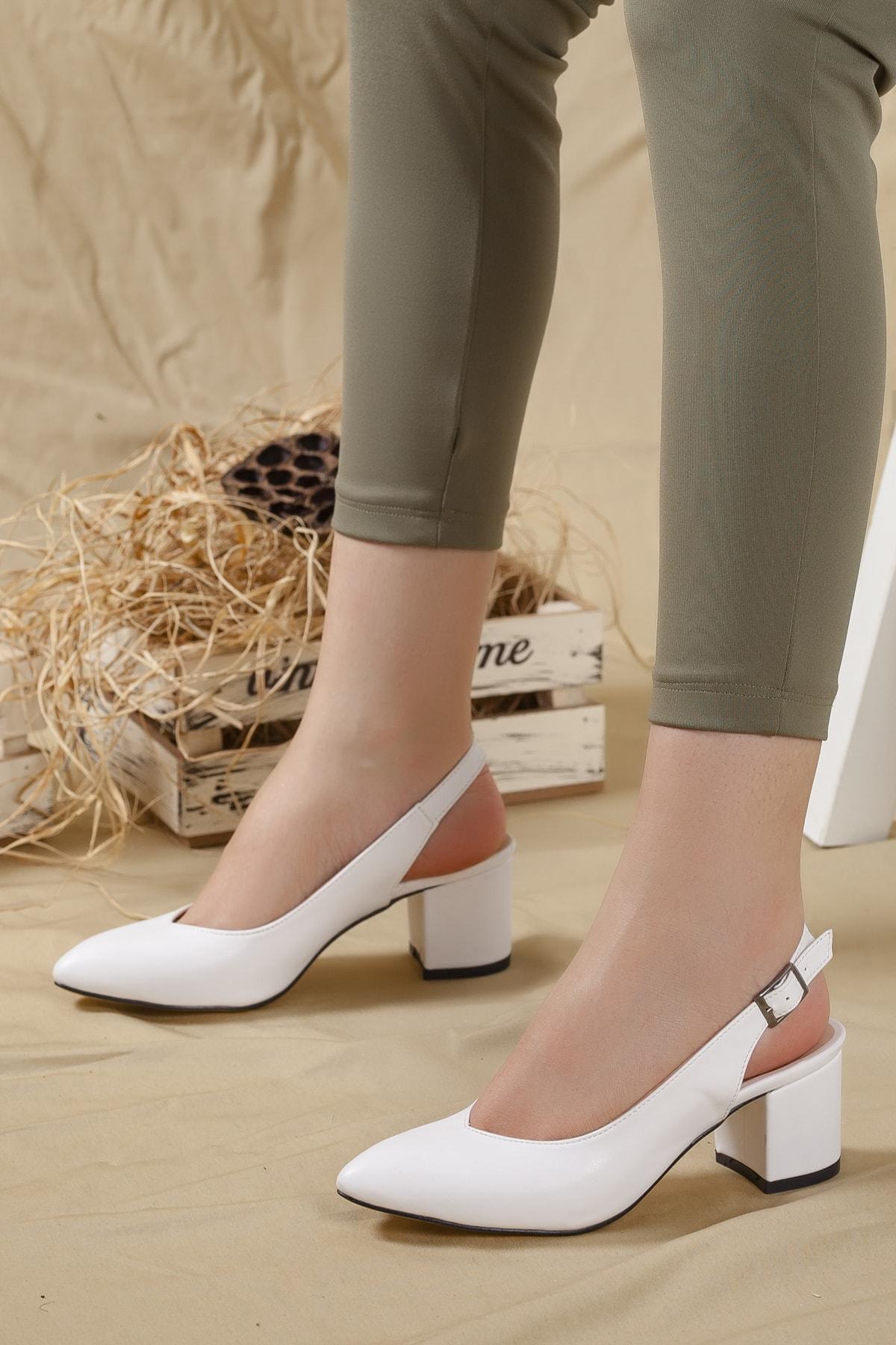 Kadın Beyaz Cilt Arkası Açık Kalın Topuklu Ayakkabı