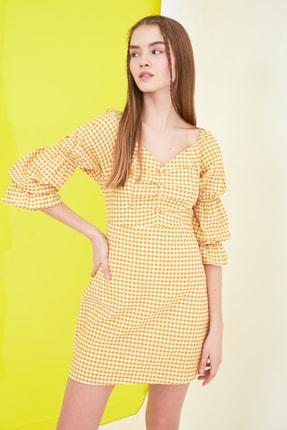 TRENDYOLMİLLA Sarı Kareli Kol Detaylı Elbise TWOSS21EL0602 1