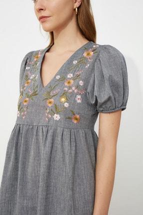 TRENDYOLMİLLA Lacivert Nakışlı Elbise TWOSS21EL0399 4