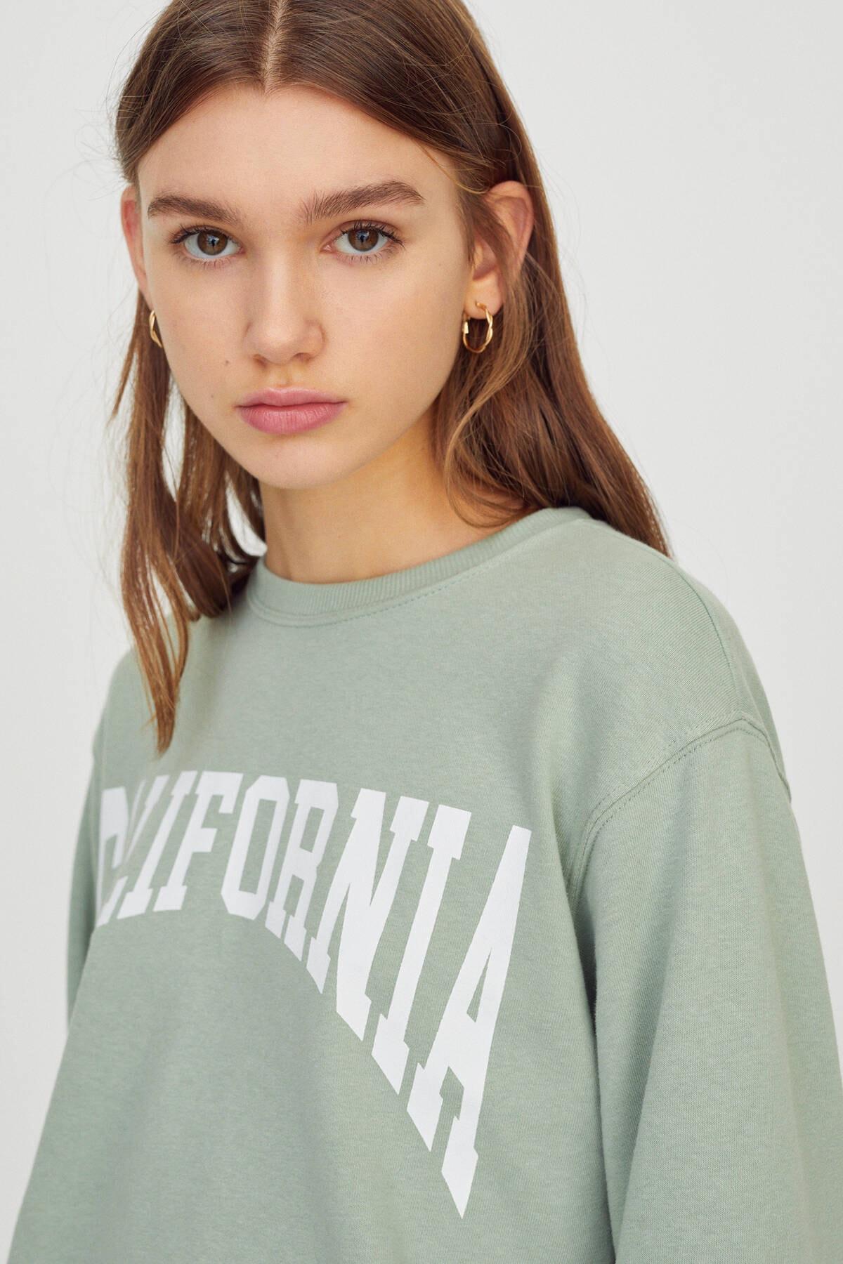 Pull & Bear Kadın  Açık Yeşil Kontrast Yazılı Sweatshirt 04591442 3