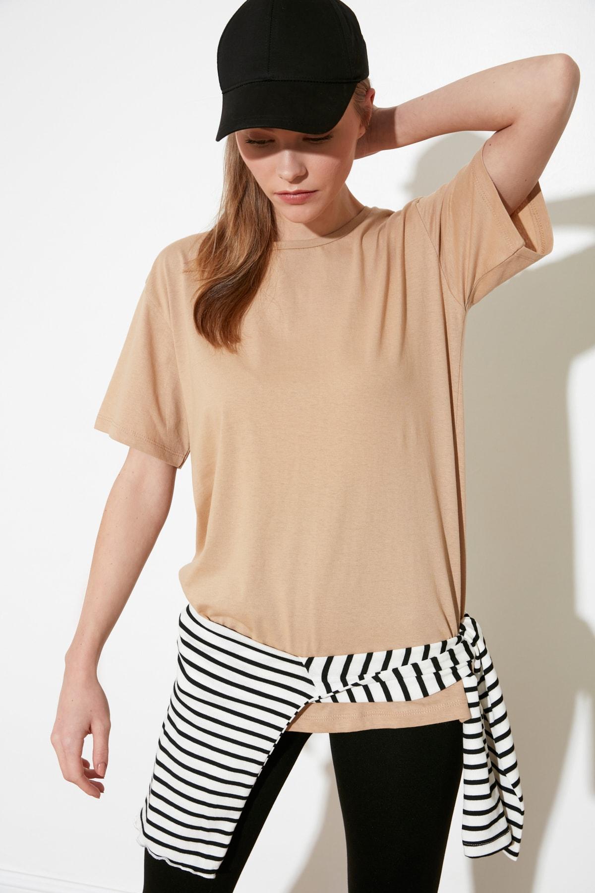 TRENDYOLMİLLA Camel Baskılı Boyfriend Örme T-Shirt TWOSS21TS0739