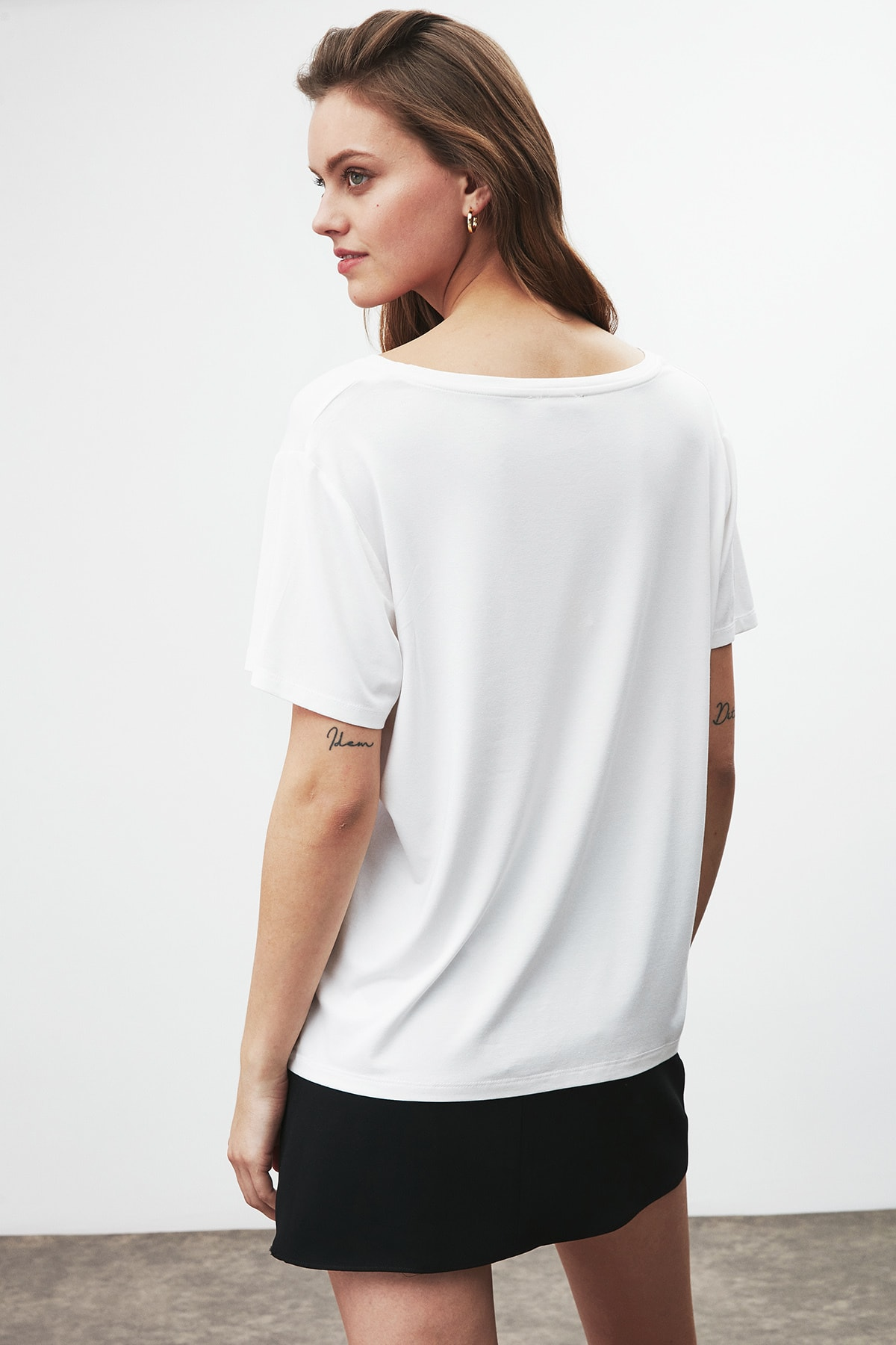 GRIMELANGE Vıolet Kadın Beyaz Comfort Fit V Yaka Kısa Kollu T-shirt 4