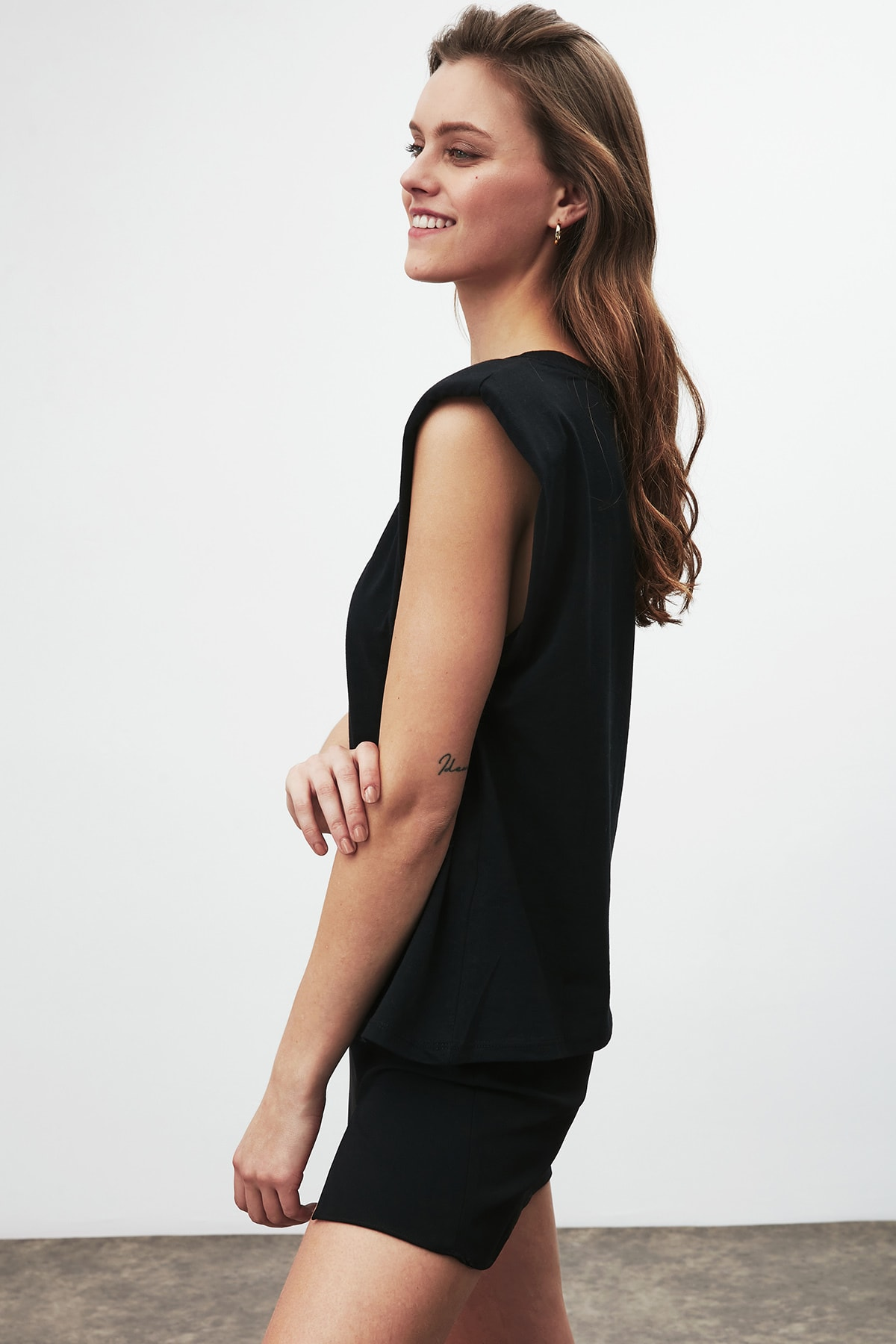 GRIMELANGE Luna Kadın Siyah Omuzları Vatkalı Kolsuz T-shirt 3