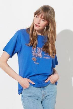 TRENDYOLMİLLA Mavi Baskılı Boyfriend Örme T-Shirt TWOSS21TS0635 2