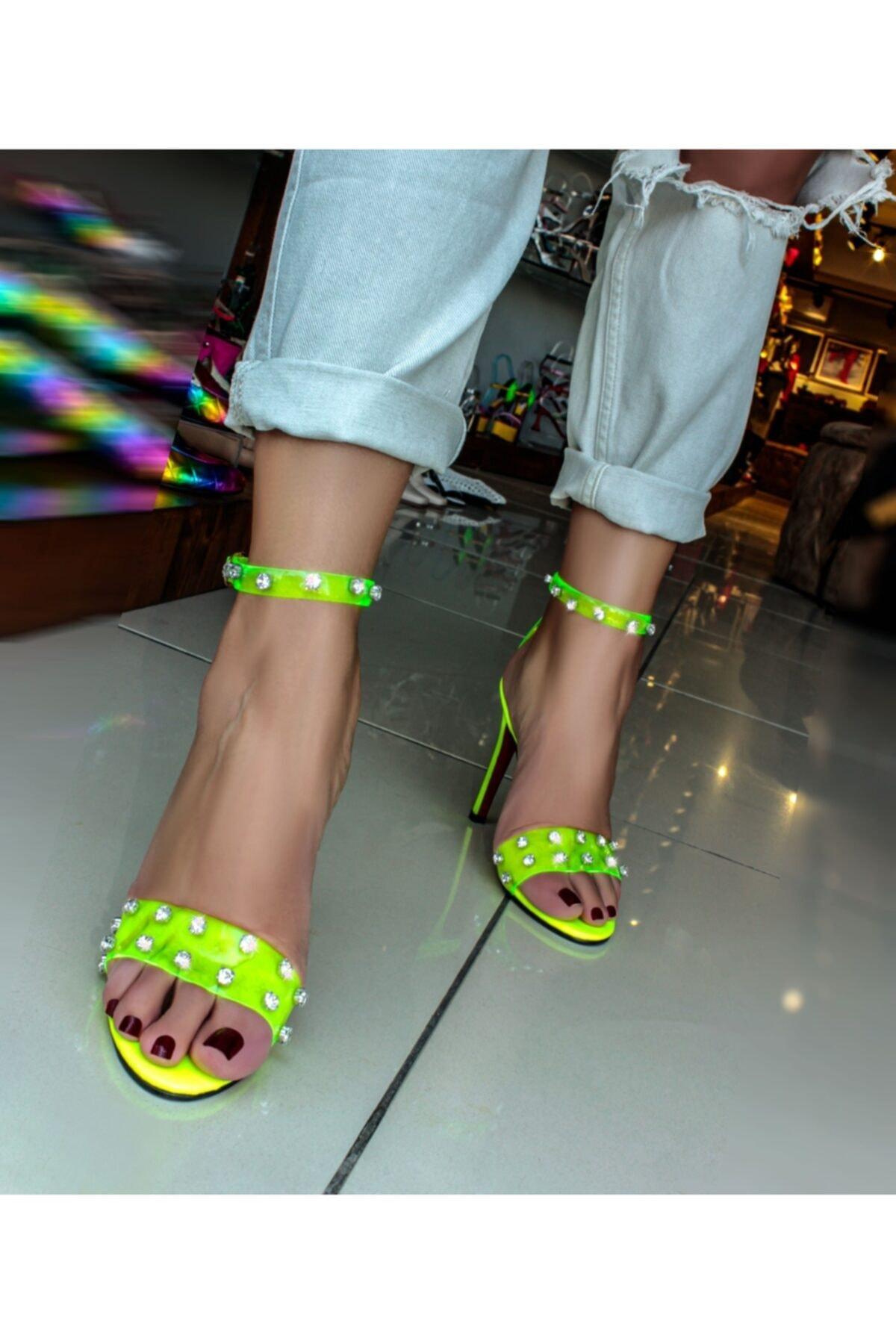 Neon Sarı Elanor Şeffaf Bantlı Kristal Taş Detaylı Rugan Taban Sandalet