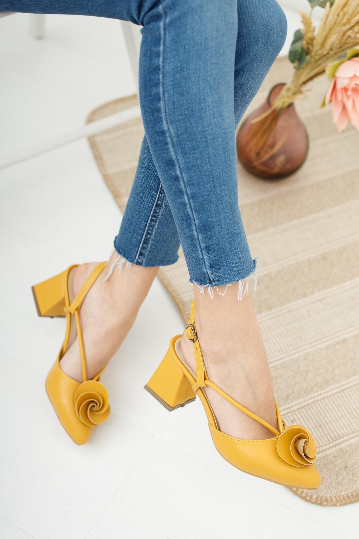 Kadın Hardal Cilt Gül Fiyonklu Topuklu Ayakkabı Md1042-119-0004