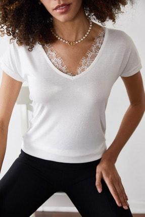 Xena Kadın Beyaz Dantelli V Yaka Bluz 0YZK2-10102 4