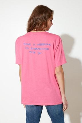 TRENDYOLMİLLA Fuşya Sırt Baskılı Boyfriend Örme T-Shirt TWOSS21TS1104 3