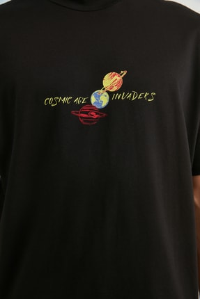TRENDYOL MAN Siyah Erkek Regular Fit Dik Yakalı Baskılı Kısa Kollu T-Shirt TMNSS21TS0381 4