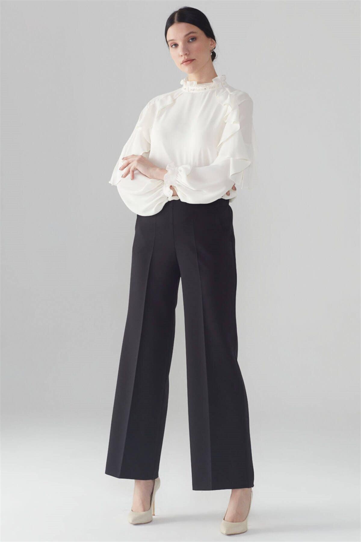 Bel Lastik Detaylı Bol Paça Siyah Pantolon P-0102