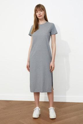 TRENDYOLMİLLA Gri Çizgili Yırtmaç Detaylı Örme Elbise TWOSS21EL0507 3