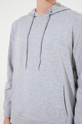 TRENDYOL MAN Gri Erkek Regular Fit Kapüşonlu Kanguru Cepli Sweatshirt TMNAW20SW0162 3