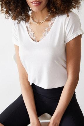 Xena Kadın Beyaz Dantelli V Yaka Bluz 0YZK2-10102 2
