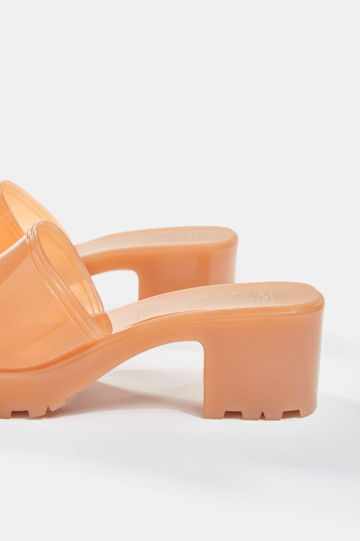 Bershka Kadın Ekru Parlak Topuklu Sandalet 11722760 2