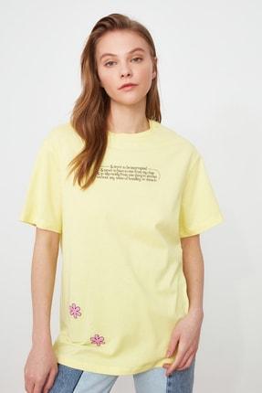 TRENDYOLMİLLA Sarı Baskılı Boyfriend Örme T-Shirt TWOSS21TS2099 0