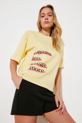 TRENDYOLMİLLA Sarı Baskılı Loose Kalıp %100 Organik Pamuk Örme T-Shirt TWOSS21TS2380 2