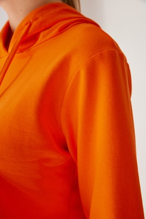 Trendyol Modest Turuncu Kapüşonlu Örme Sweatshirt TCTSS21SW0379 1