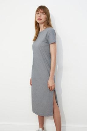 TRENDYOLMİLLA Gri Çizgili Yırtmaç Detaylı Örme Elbise TWOSS21EL0507 0
