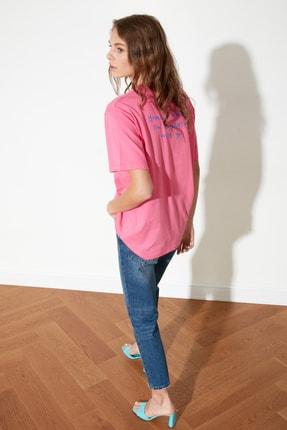 TRENDYOLMİLLA Fuşya Sırt Baskılı Boyfriend Örme T-Shirt TWOSS21TS1104 2