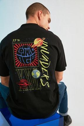 TRENDYOL MAN Siyah Erkek Regular Fit Dik Yakalı Baskılı Kısa Kollu T-Shirt TMNSS21TS0381 2