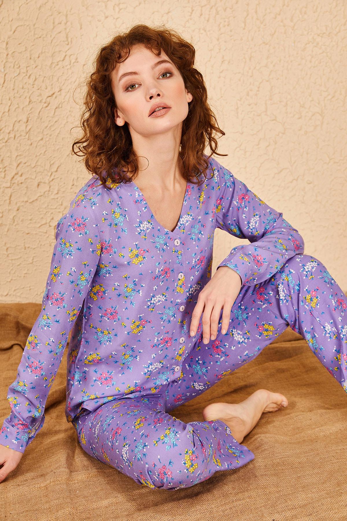 Kadın Küçük Çiçek Desenli Pijama Takımı