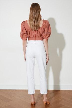 TRENDYOLMİLLA Beyaz Beli Lastikli Yüksek Bel Mom Jeans TWOSS20JE0428 4