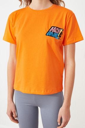 TRENDYOLMİLLA Turuncu Baskılı Semifitted Örme T-Shirt TWOSS21TS2534 2