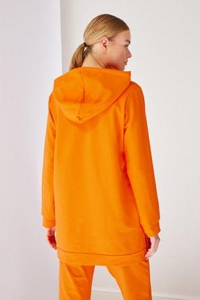 Trendyol Modest Turuncu Kapüşonlu Örme Sweatshirt TCTSS21SW0379 4