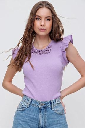 Trend Alaçatı Stili Kadın Lila Metal Aksesuarlı Kolu Fırfırlı Kaşkorse Bluz ALC-X5978 0