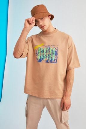 Bej Erkek Oversize Kısa Kollu Baskılı Sweatshirt TMNSS21SW0239 resmi