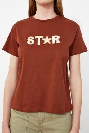 TRENDYOLMİLLA Kahverengi Nakışlı Semifitted Örme T-Shirt TWOSS20TS0039 3