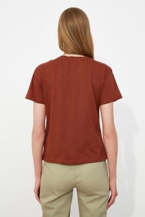 TRENDYOLMİLLA Kahverengi Nakışlı Semifitted Örme T-Shirt TWOSS20TS0039 4