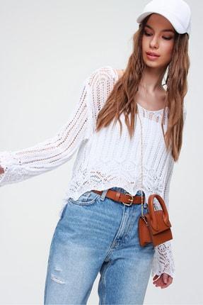 Trend Alaçatı Stili Kadın Beyaz V Yaka Ajurlu Crop Bluz ALC-X5913 2