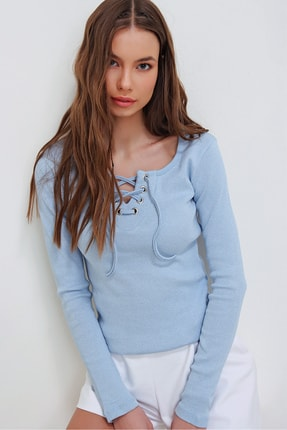 Trend Alaçatı Stili Kadın Mavi Kuş Gözlü Yakası Bağcıklı Fitilli Bluz ALC-X5883 1