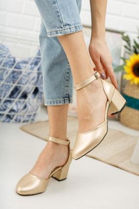 MERVE BAŞ Kadın Dore Cilt Bilekten Tek Bant Kalın Topuklu Klasik Ayakkabı 0