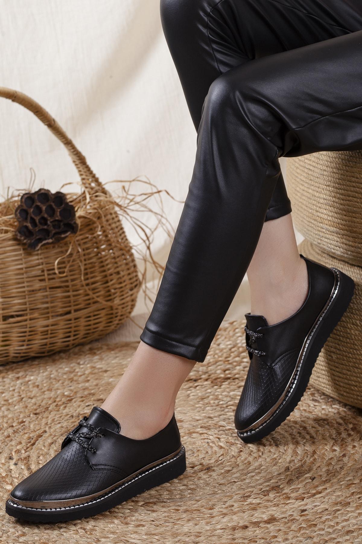 Kadın Siyah Timsah Derisi Detaylı Casual Ayakkabı