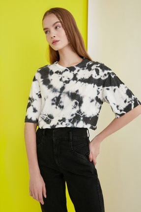 TRENDYOLMİLLA Çok Renkli Batik Desen Loose Örme T-Shirt TWOSS21TS0978 2
