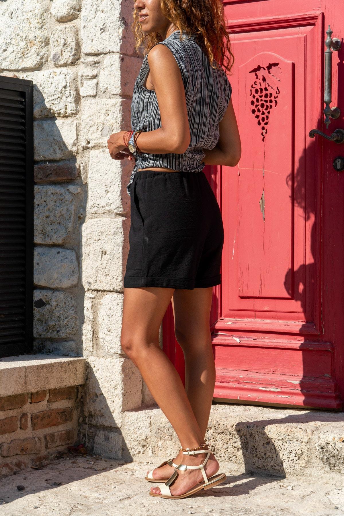 Güneşkızı Kadın Siyah Beli Lastikli Duble Paça Keten Şort GK-BST2891 1