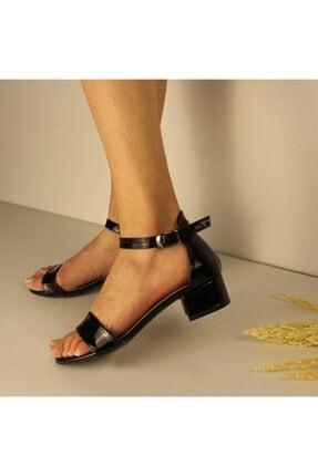 SerraTrend Kadın Tek Bant Bilekten Bağlı Düşük Topuklu Rugan Ayakkabı 1