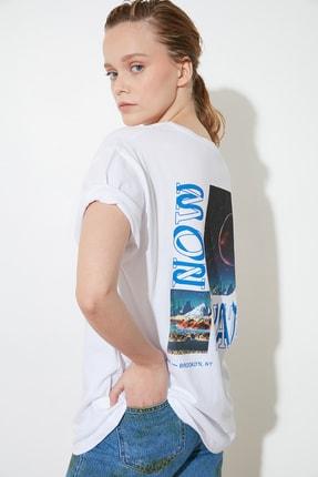 تصویر از Beyaz Baskılı Boyfriend Örme T-Shirt TWOSS21TS1644