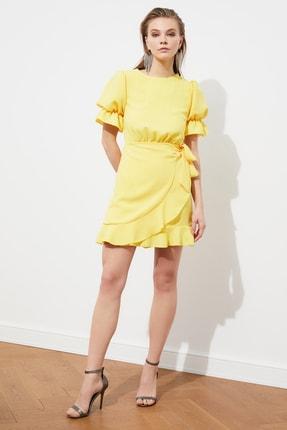 TRENDYOLMİLLA Sarı Sırt Detaylı Elbise TPRSS21EL1435 1