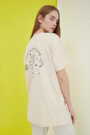 TRENDYOLMİLLA Bej Baskılı Boyfriend Örme T-Shirt TWOSS21TS0800 1