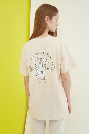 TRENDYOLMİLLA Bej Baskılı Boyfriend Örme T-Shirt TWOSS21TS0800 4