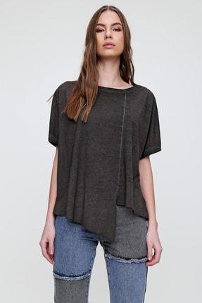 Trend Alaçatı Stili Kadın Antrasit Asimetrik Kesim Yıkamalı T-Shirt MDA-1128 1