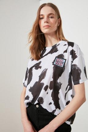 TRENDYOLMİLLA Beyaz Baskı Detaylı Örme T-Shirt TWOSS20TS0787 2