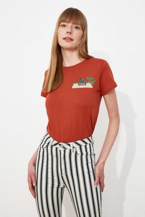 TRENDYOLMİLLA Kiremit Nakışlı Basic Örme T-Shirt TWOSS19PB0013 1